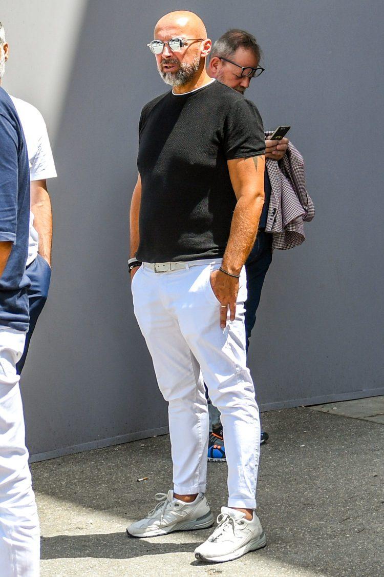 شلوار سفید تی شرت مشکی مردانه من استایل